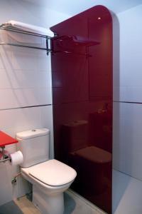 A bathroom at Hotel Jatorrena