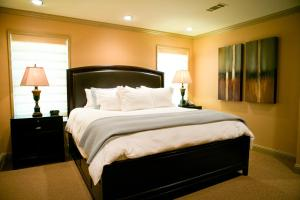 A bed or beds in a room at The Sanford House Inn & Spa