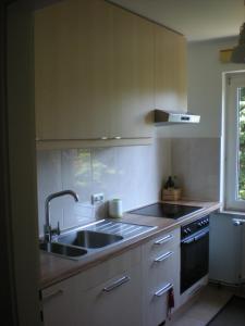 Küche/Küchenzeile in der Unterkunft Helle Ferienwohnung im Roten Feld