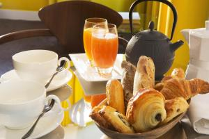 Breakfast options available to guests at Hotel Dupond-Smith