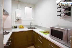 A kitchen or kitchenette at Barcelona Centric Apartment