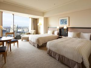A bed or beds in a room at The Yokohama Bay Hotel Tokyu