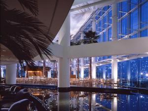 The swimming pool at or close to The Yokohama Bay Hotel Tokyu