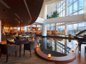 A restaurant or other place to eat at The Yokohama Bay Hotel Tokyu