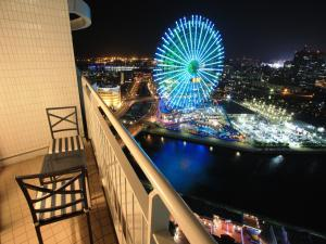 A view of the pool at The Yokohama Bay Hotel Tokyu or nearby