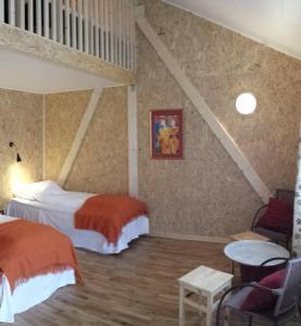 En eller flere senger på et rom på Renskaug Vertsgård