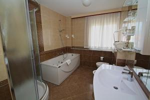 A bathroom at Hotel Trogir Palace