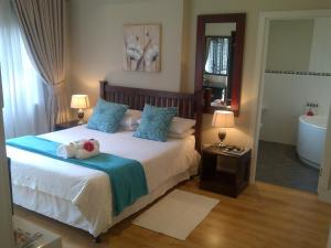 A bed or beds in a room at Red Tudor B&B