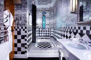 A bathroom at Pennyhill Park Hotel and Spa