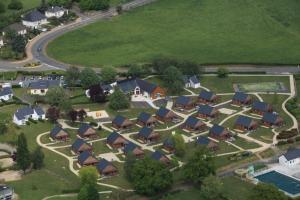 Vue panoramique sur l'établissement VVF Villages « Les Moulins de Mayenne » Sainte-Suzanne