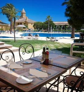 A restaurant or other place to eat at Vila Gale Albacora