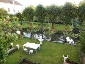 A garden outside Hotel Oorsprongpark