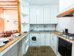 A kitchen or kitchenette at Total Valencia Charming