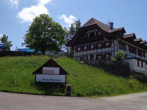 Das Gebäude in dem sich die Lodge befindet