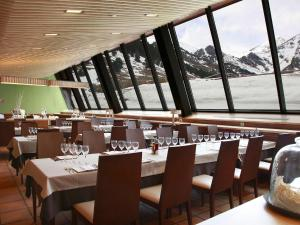 Un restaurante o sitio para comer en Apartaments Vall de Núria