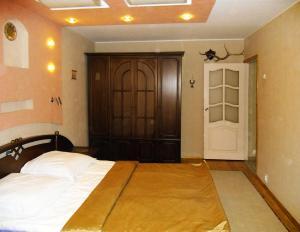Кровать или кровати в номере Chaykovsky Apartment KLIN