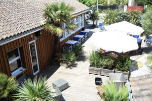 Vue sur la piscine de l'établissement Hotel du Cap ou sur une piscine à proximité