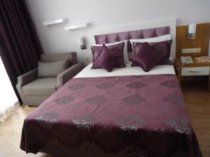 Ein Bett oder Betten in einem Zimmer der Unterkunft Bilkay Hotel