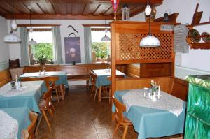 A restaurant or other place to eat at Gasthof Grabenwirt