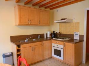 A kitchen or kitchenette at Maison ancienne entièrement rénovée pour 5 personnes