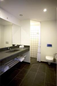 Et badeværelse på Hotel Strandtangen