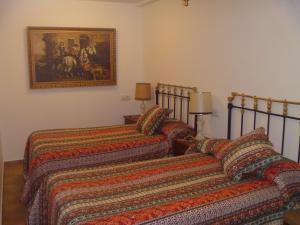 A bed or beds in a room at Casa Rural de Habitaciones Martintxo
