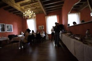 A restaurant or other place to eat at Albergo Morandi
