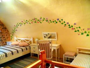 A bunk bed or bunk beds in a room at To Petradi