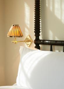 Cama ou camas em um quarto em The Ludlow Hotel