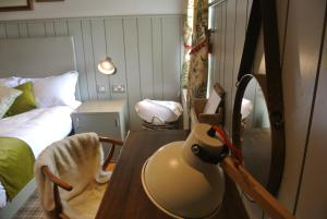 A bathroom at The Crown Pub, Dining & Rooms