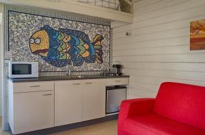 Een keuken of kitchenette bij Artistiek Vakantiehuisje