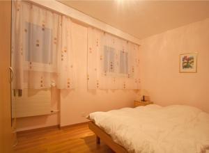 Ein Bett oder Betten in einem Zimmer der Unterkunft Im Grünen 220 - 4-Zimmerwohnung