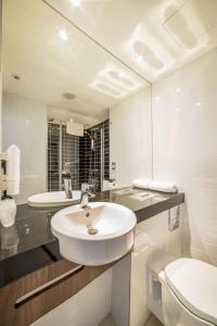 A bathroom at Ibis Styles Walbrzych