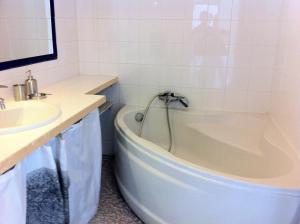 Salle de bains dans l'établissement Les Argonautes