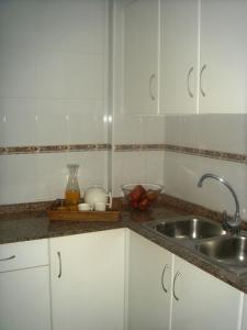 A kitchen or kitchenette at Apartamentos Margoysa I