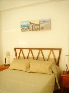 A bed or beds in a room at Apartamentos Margoysa I