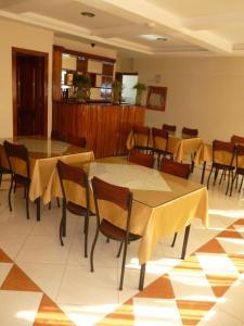 Un restaurante o sitio para comer en Hostal Fevilamir