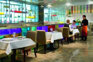 A restaurant or other place to eat at Grand Mercure Beijing Central