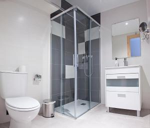 A bathroom at Hostal Herradores