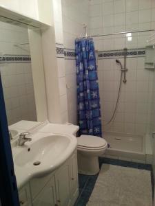 Salle de bains dans l'établissement Le Gîte du Port