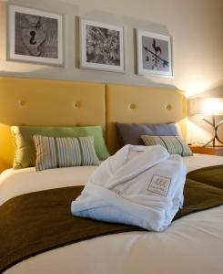 A bed or beds in a room at Hotel Santa Margarida