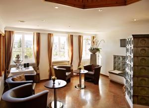 Ein Sitzbereich in der Unterkunft Hotel Wassberg