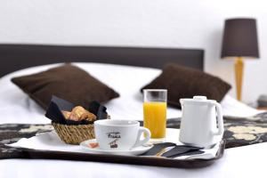 Breakfast options available to guests at Hôtel d'Angleterre Grenoble Hyper-Centre