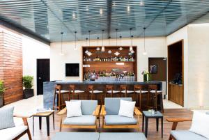 El salón o zona de bar de Hilton Mexico City Santa Fe
