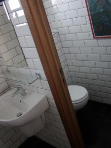 A bathroom at Nature & Art Hotel Kastell