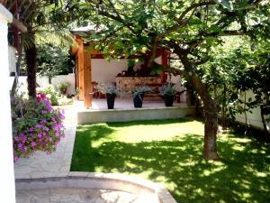 A garden outside Apartments Peloža