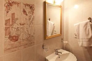 A bathroom at Pension Eleni