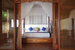 A bed or beds in a room at Bali Marina Villa's