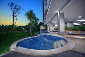 The swimming pool at or close to Neo Denpasar by ASTON