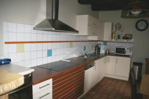 A kitchen or kitchenette at Vakantiehuis Bretagne